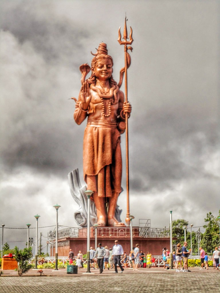 33 meters tall statue of Shiva at the Grand Bassin.