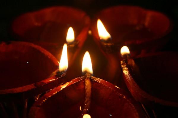 diwali diyas burning